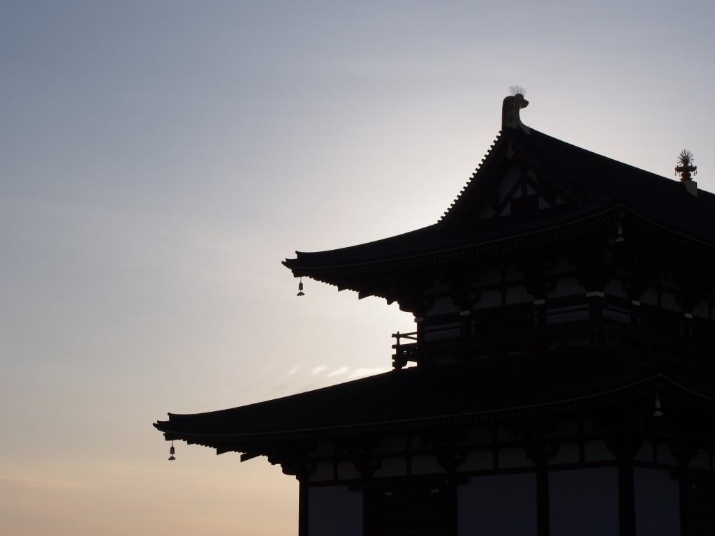 大極殿のシルエット(夕方)