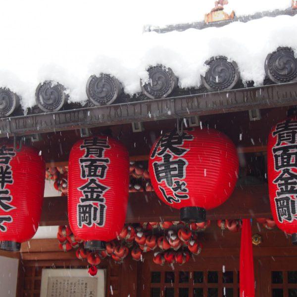 雪の奈良町庚申堂