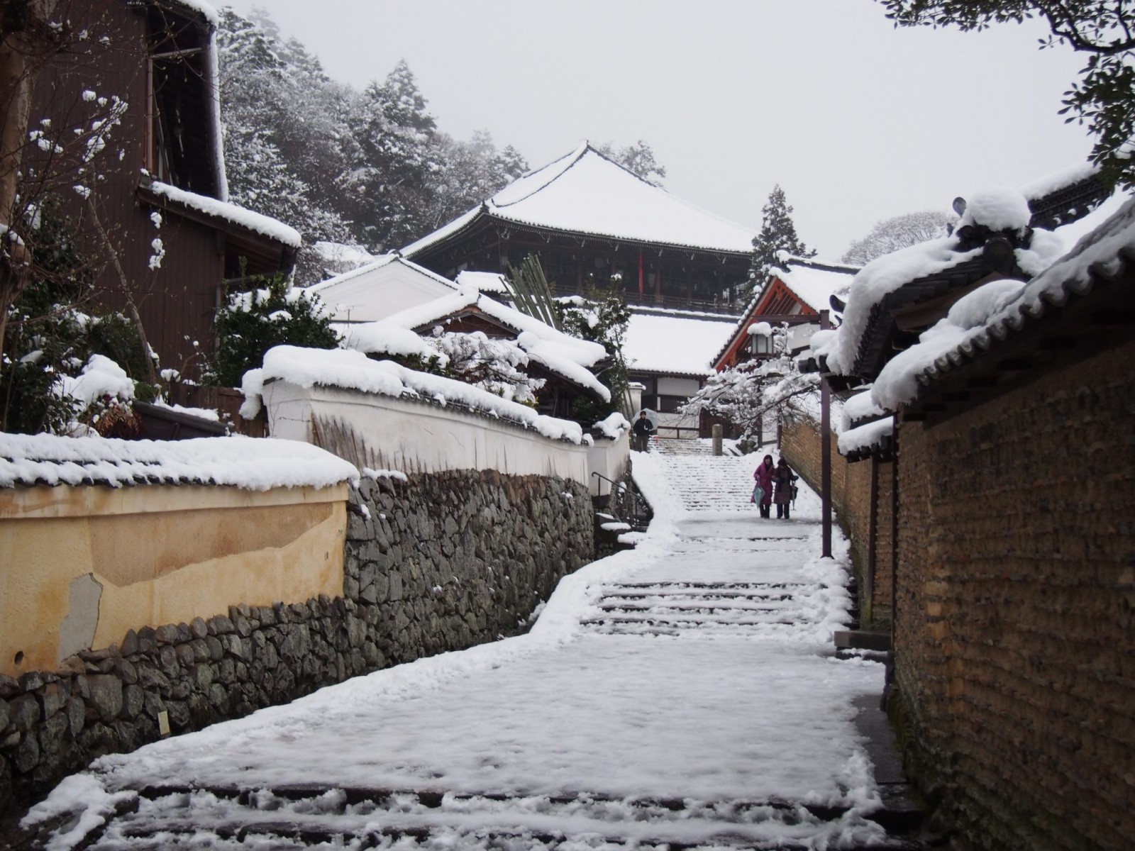 雪景色の二月堂裏参道