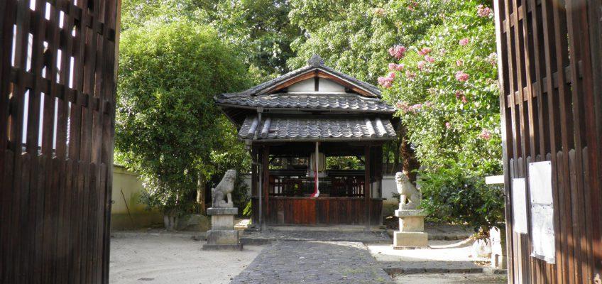 鎮宅霊符神社の境内地を望む