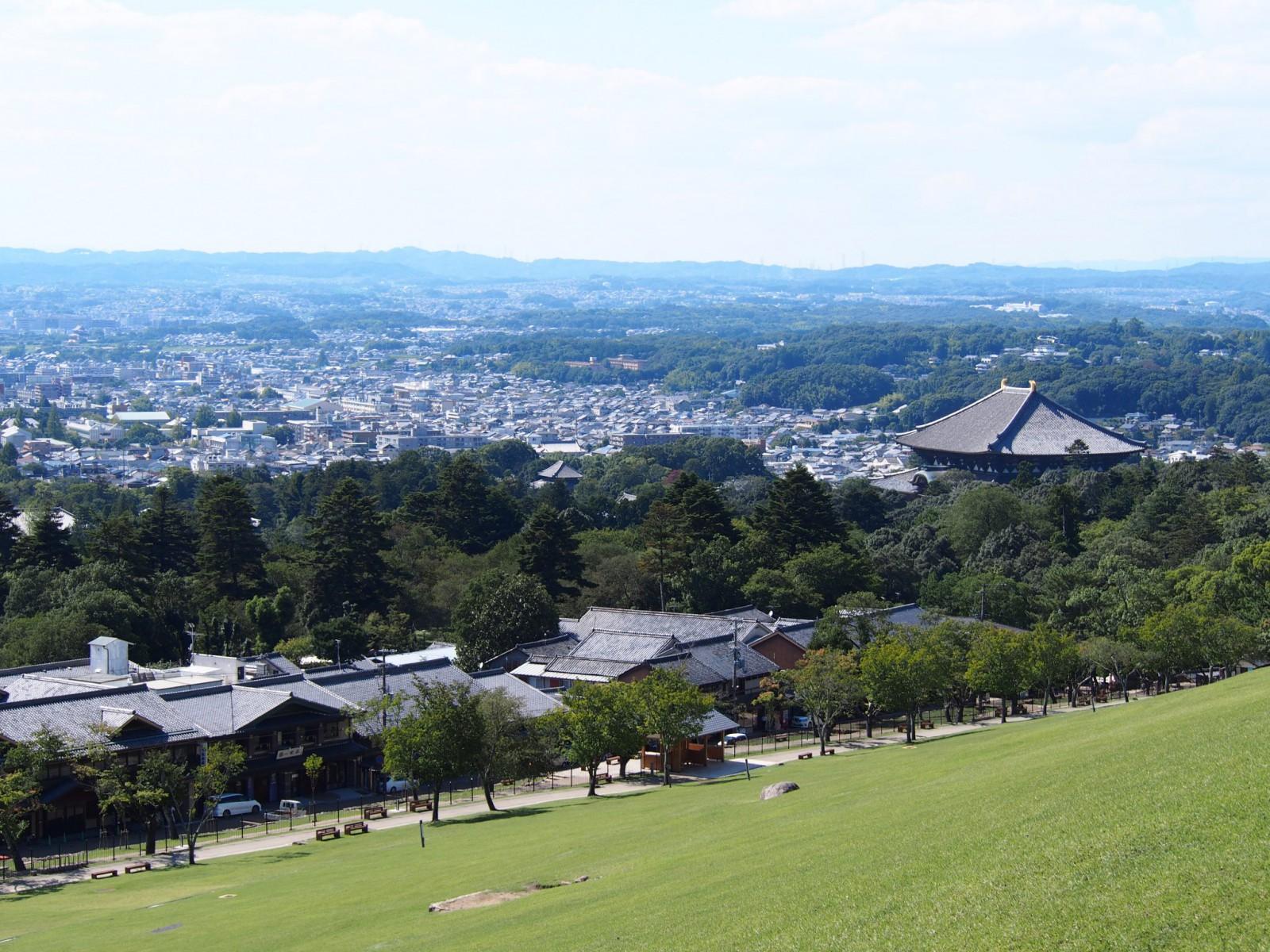 若草山山麓部から大仏殿等を望む風景