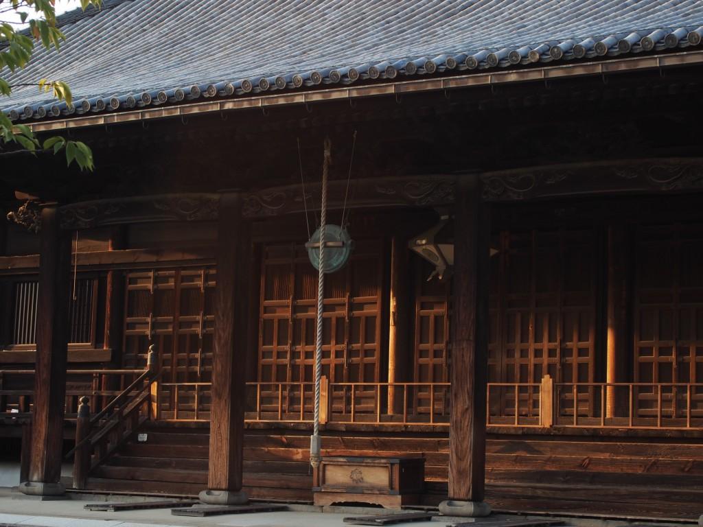 独特の建築様式を持つ西大寺本堂