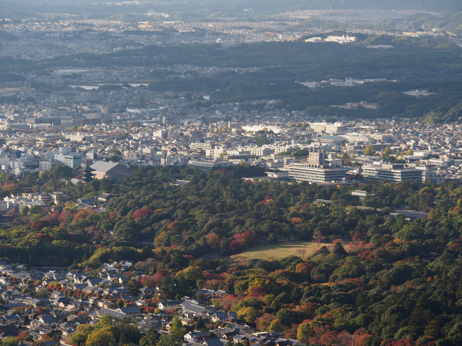 高円山大文字火床から奈良公園・興福寺方面を望む