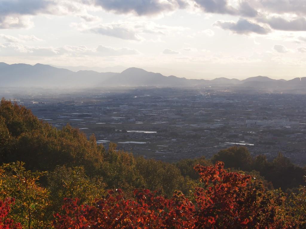 高円山から二上山方面を望む