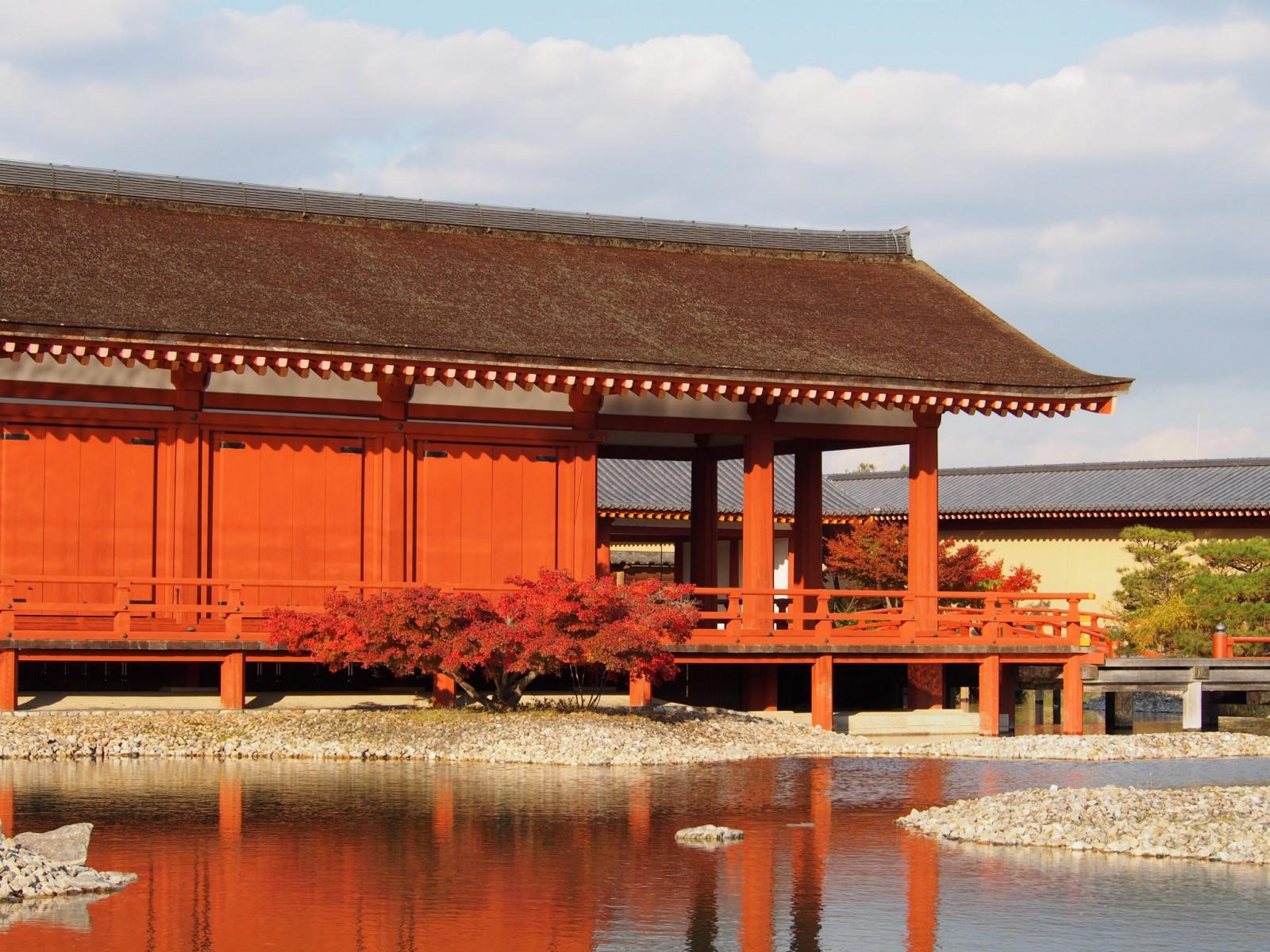 東院庭園の復元建物(平城宮跡)