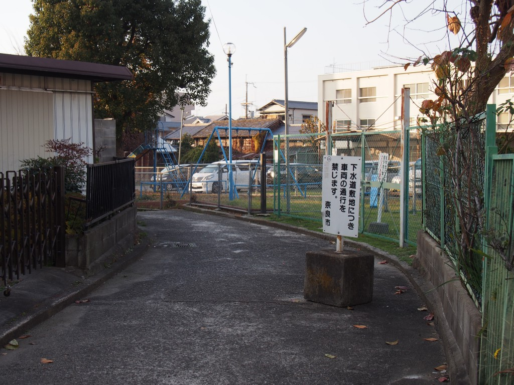 JR奈良駅方面に向かう率川暗渠