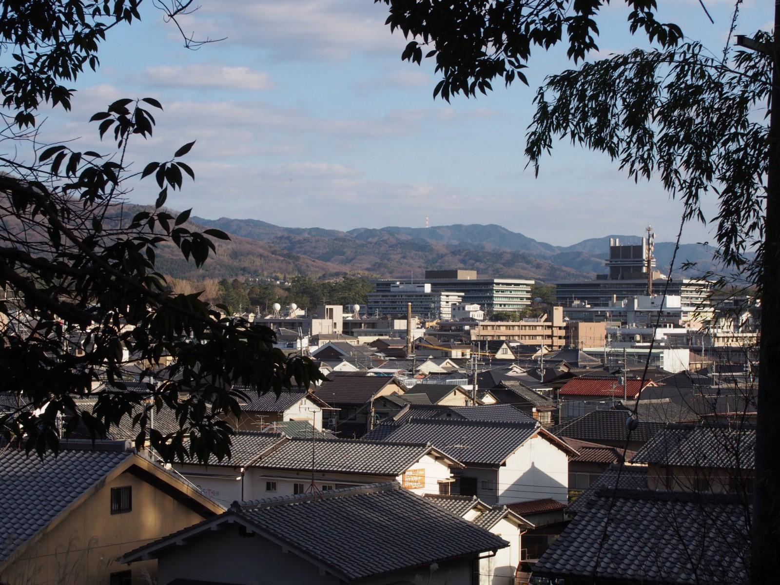 西安の森から奈良市街地を望む