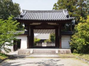【西大寺南門】本堂・東塔跡を望む境内最古の建物