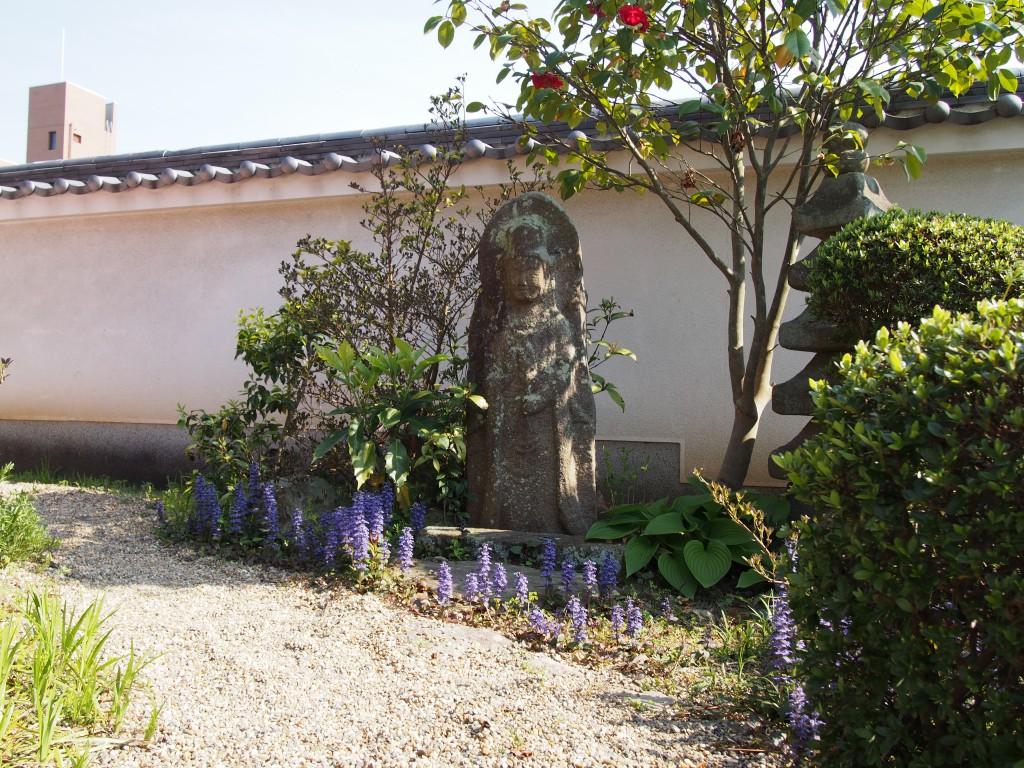 璉珹寺(れんじょうじ)境内の石仏