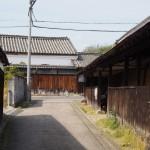 重厚な「農家」建築が見られる佐紀神社周辺