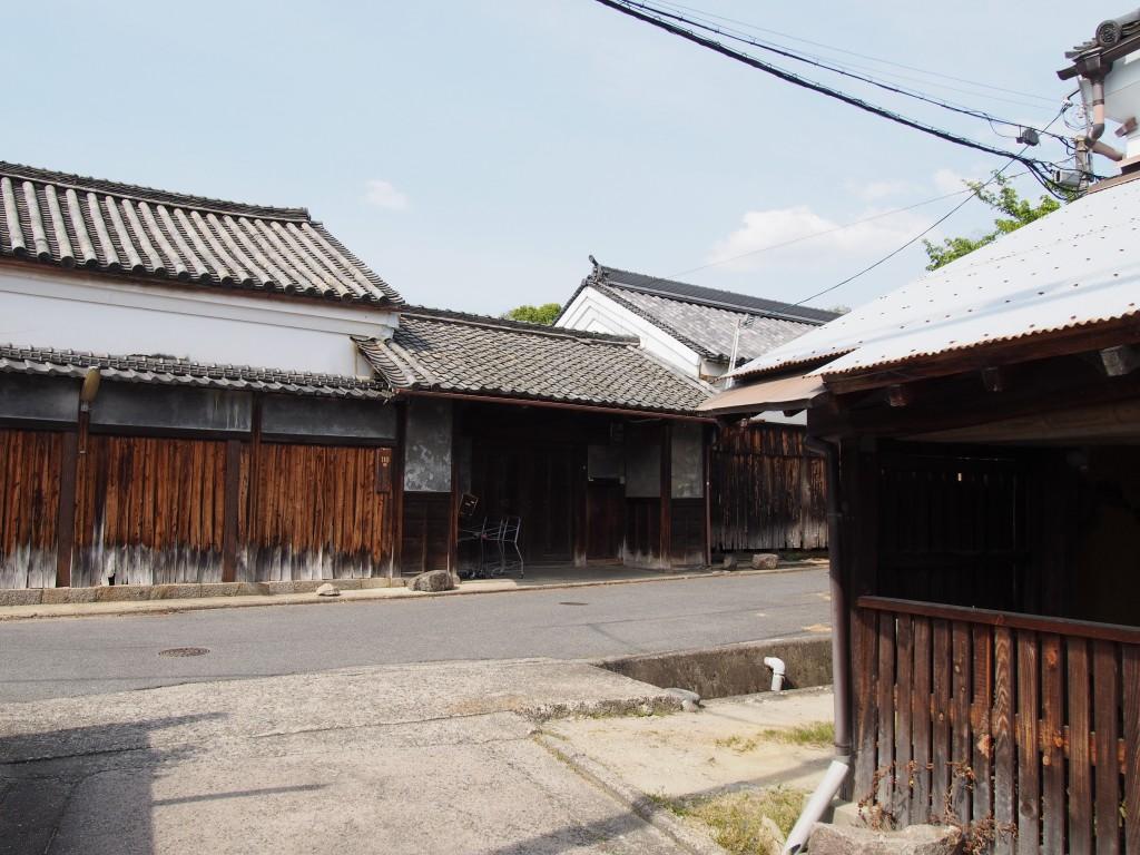 【奈良・佐紀路】驚くほどの重厚な日本家屋のある「佐紀神社・御前池周辺の家並み」を写真でご紹介!