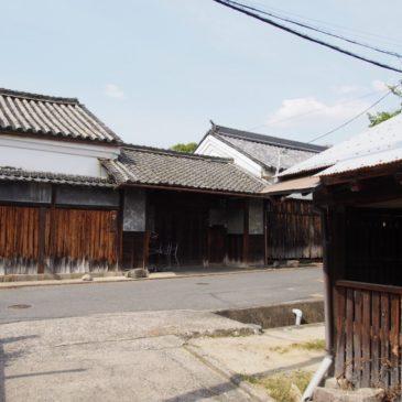 【佐紀神社・御前池周辺の家並み】大和西大寺駅から近いエリアには重厚な日本家屋が現在も残される
