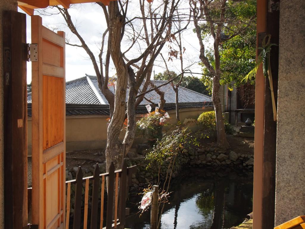 香薬師堂(新薬師寺)近くの水辺