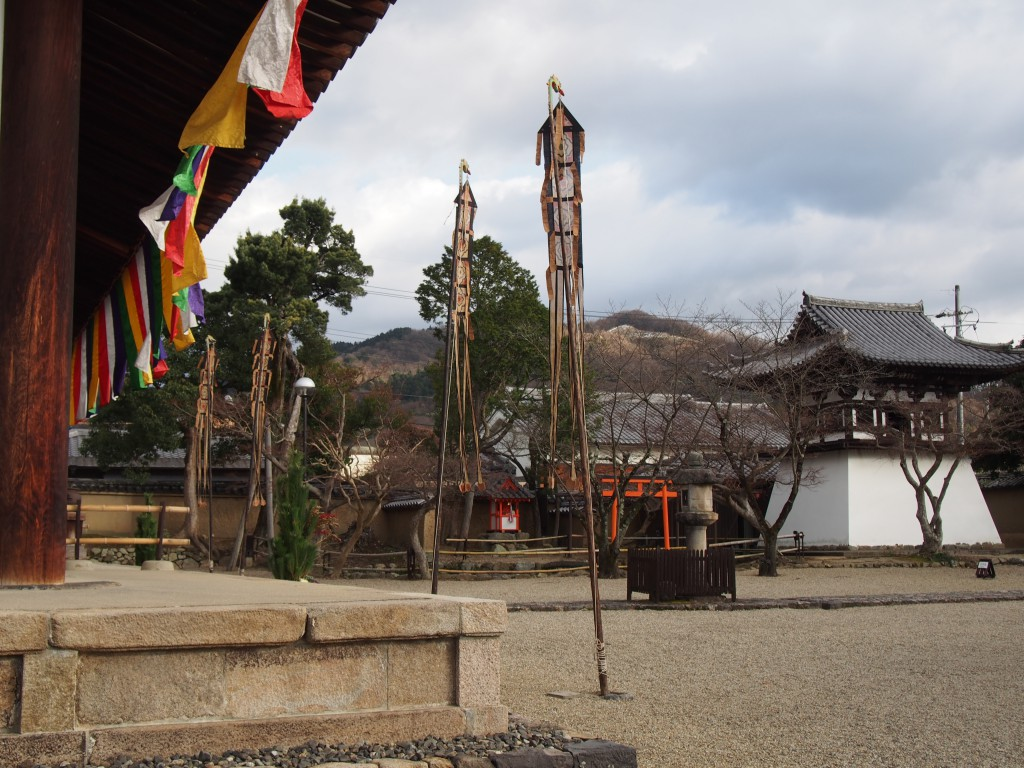 高円山を望む新薬師寺の境内地