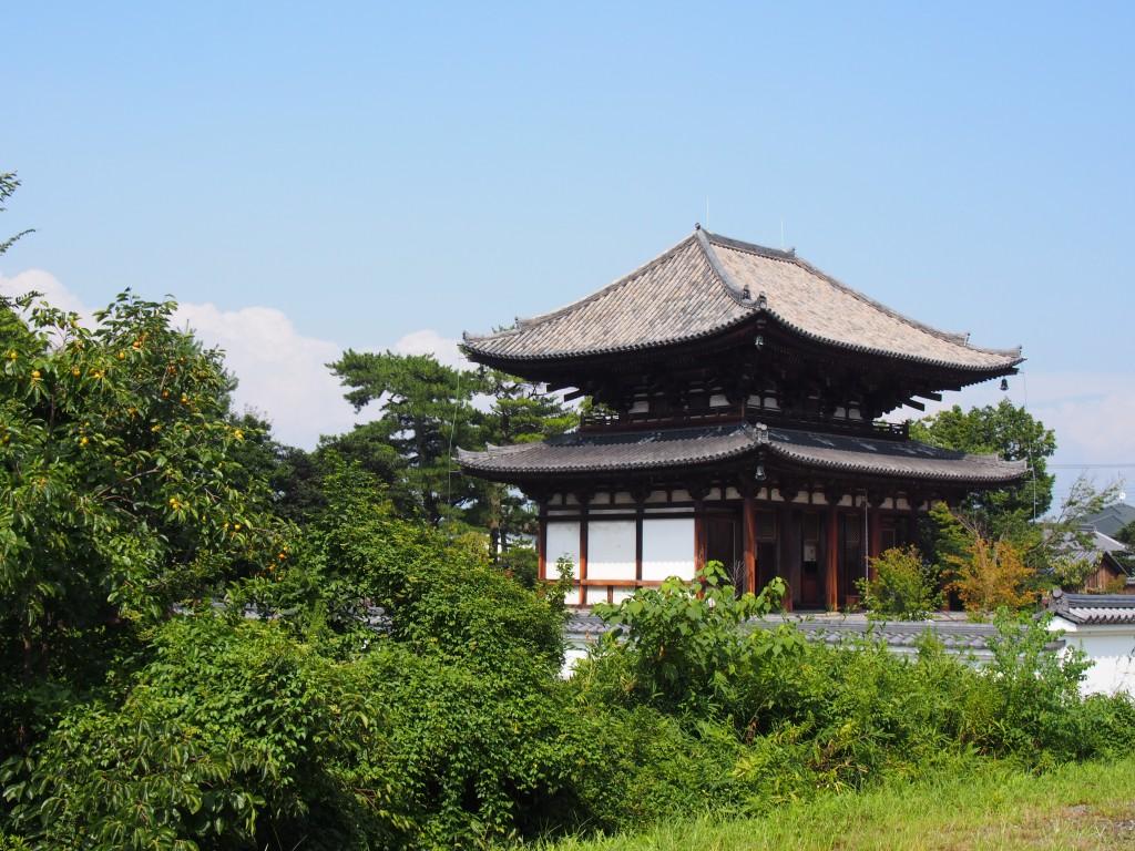 喜光寺本堂を外側から望む