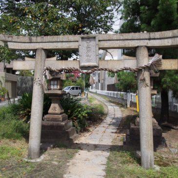 【十五所神社】近鉄電車の車窓から境内が見える神社には多数のご祭神が祀られる