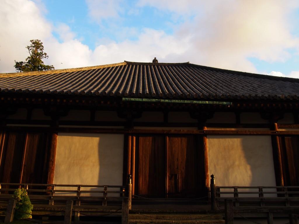 黄昏時の三月堂(法華堂)