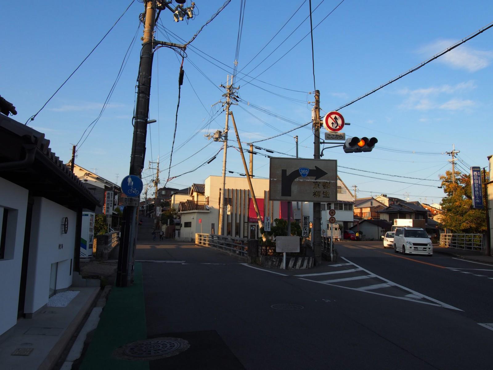 京街道沿いの町並み(今在家バス停周辺)