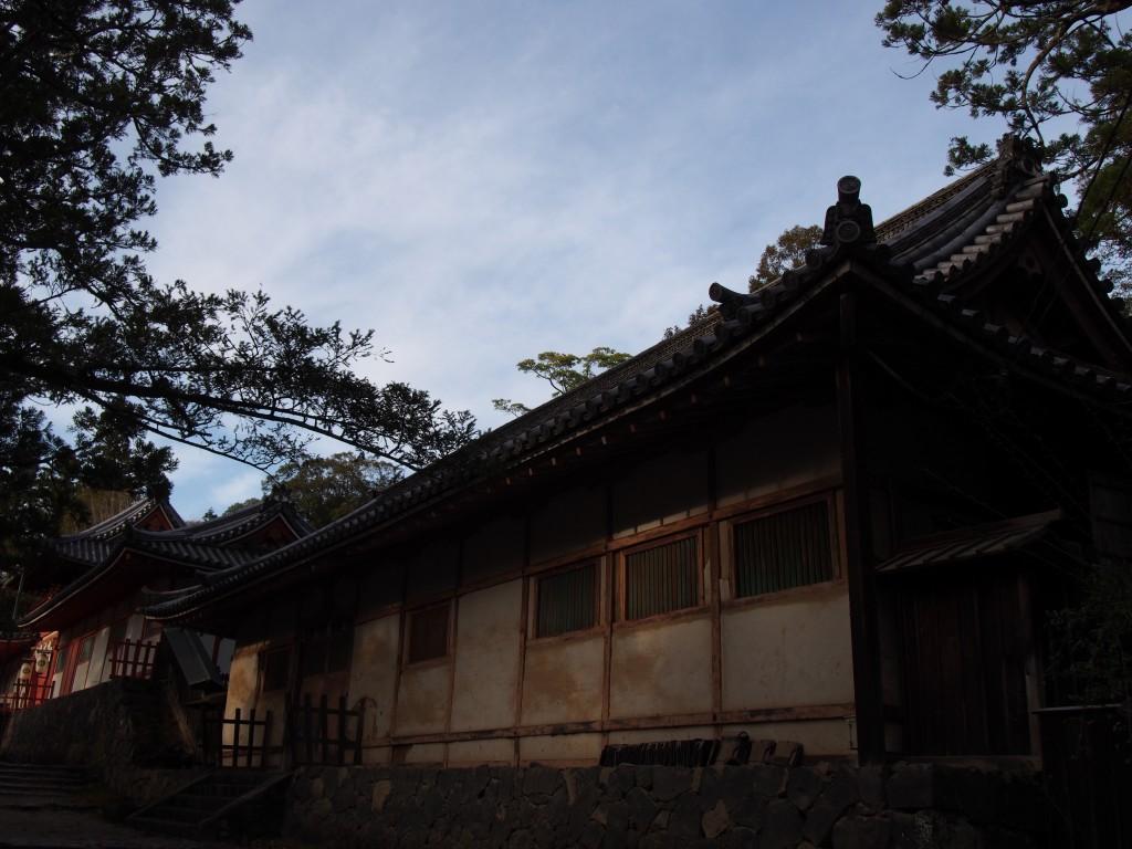 黄昏時の手向山八幡宮