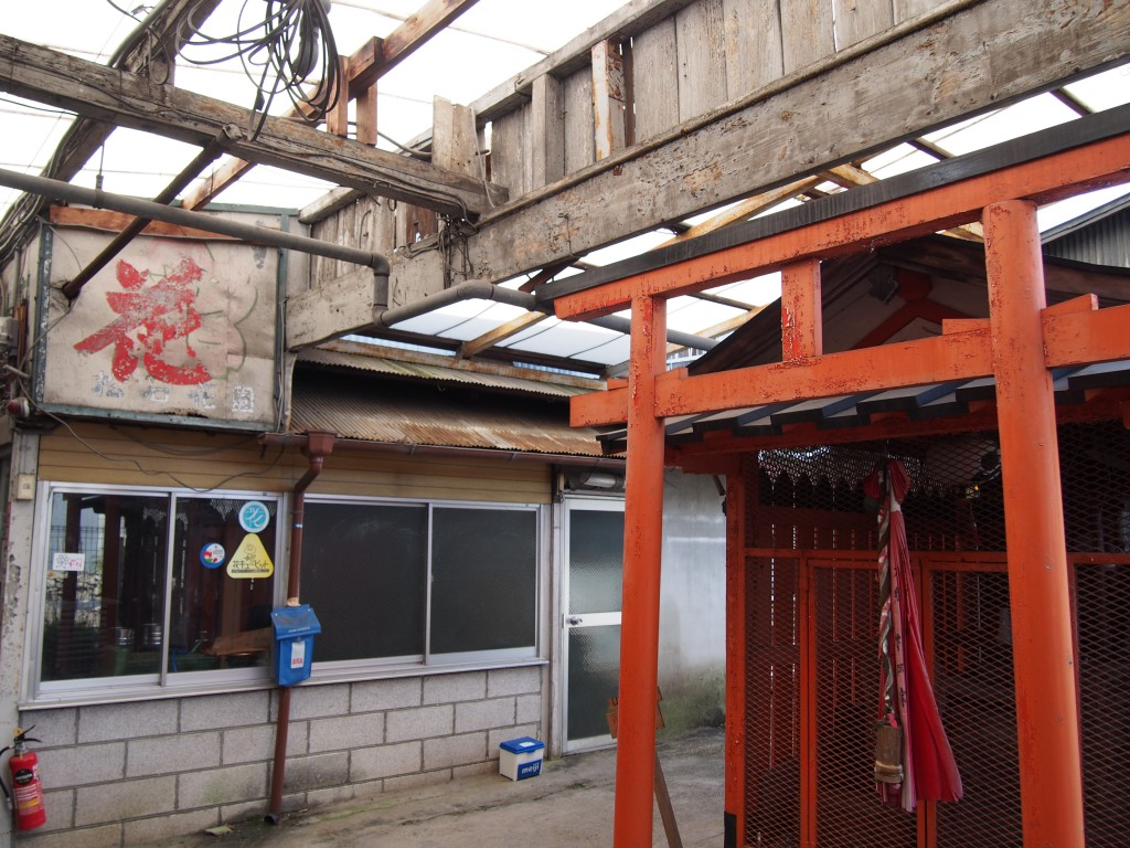 椿井市場内にある神社