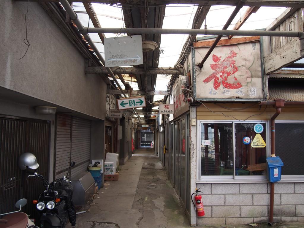 椿井市場の中央部