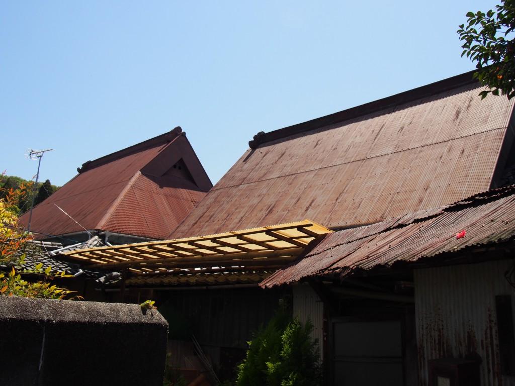 茅葺き屋根の面影が残る白毫寺界隈