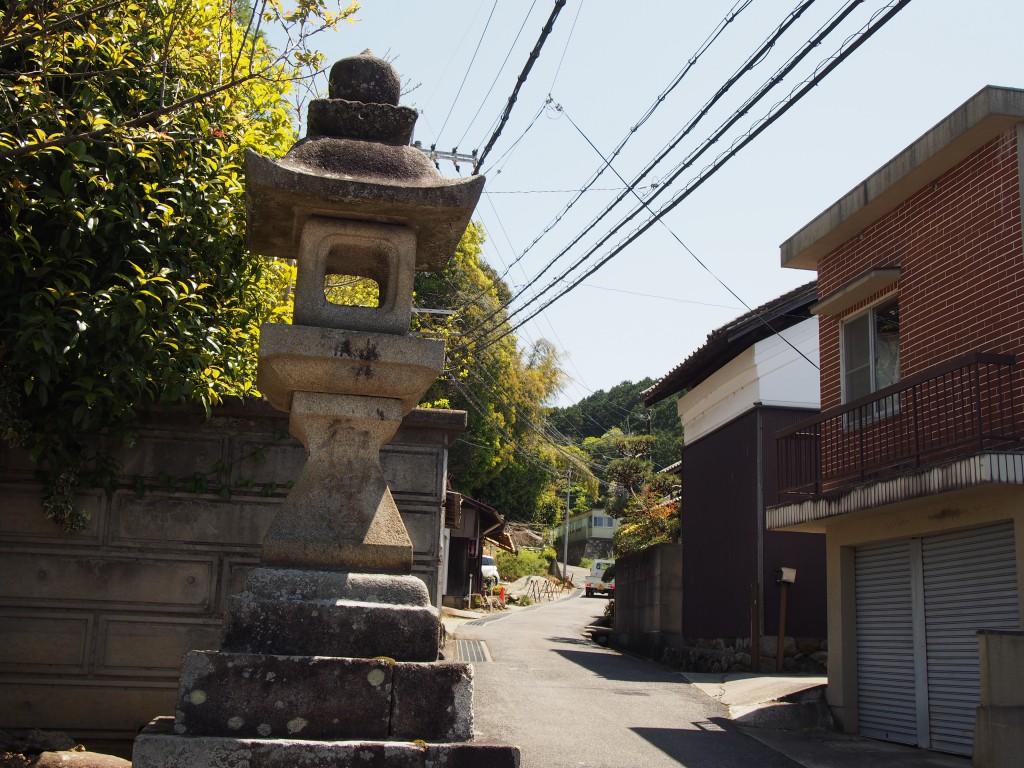 八坂神社へ続く坂道(鹿野園町)