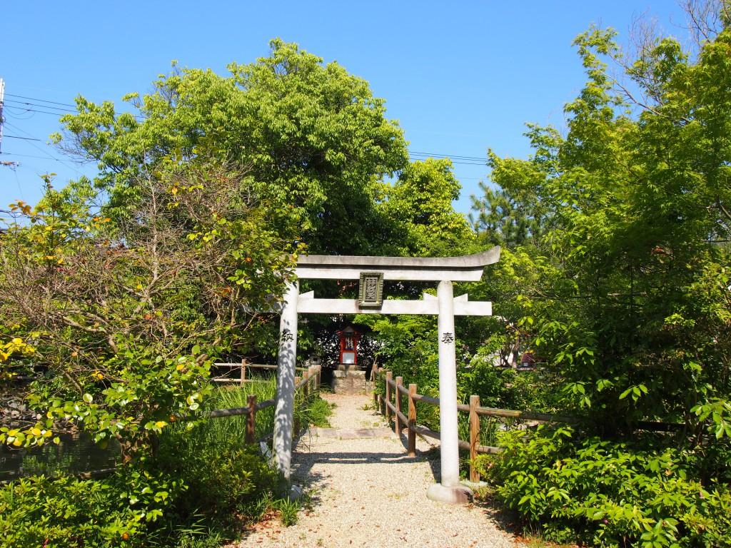 辨財天社(奈良豆比古神社)