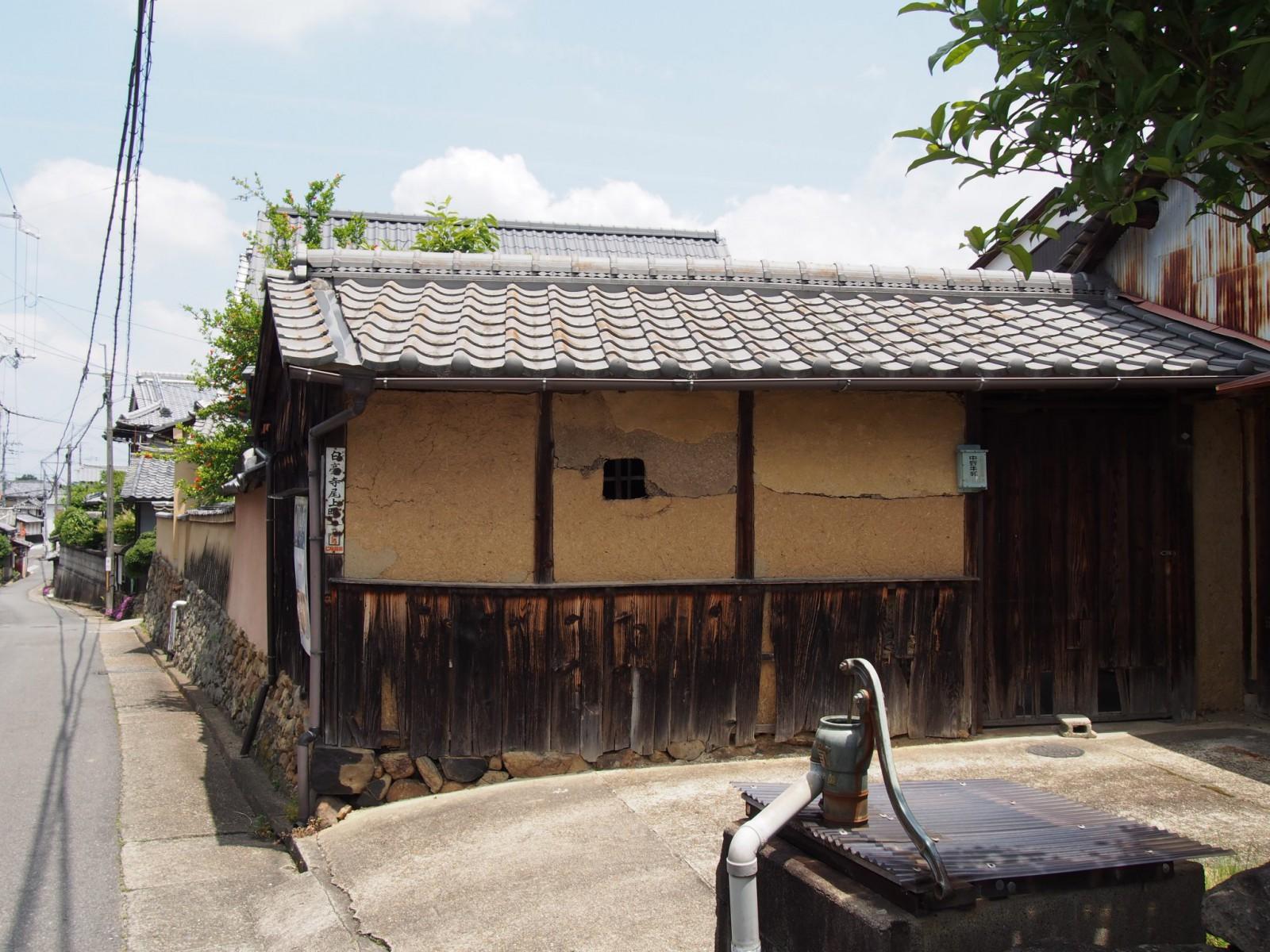 白毫寺町に残る「井戸」