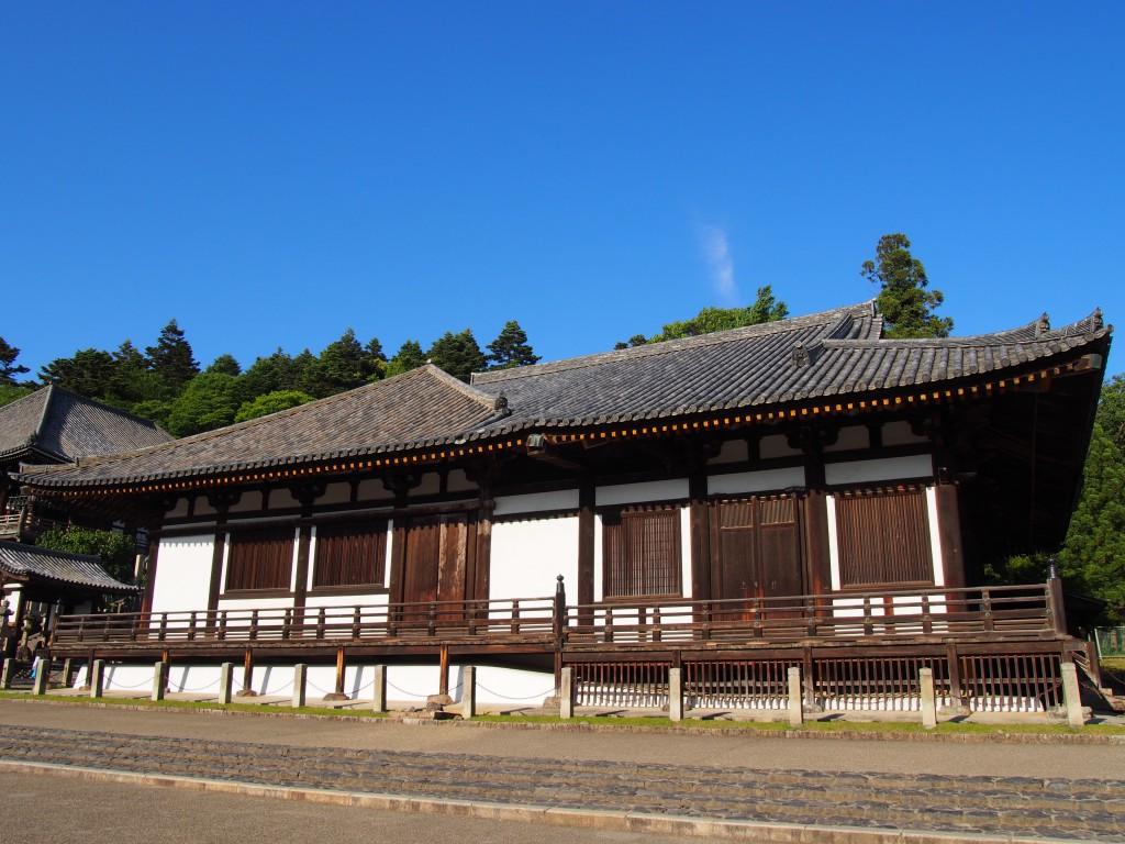 【東大寺法華堂(三月堂)】東大寺成立前からの歴史も有する圧巻の「仏像の宝庫」