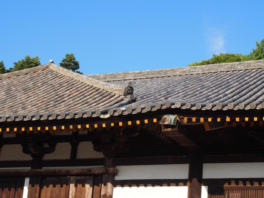東大寺法華堂(三月堂)の屋根(正堂・礼堂接合部)