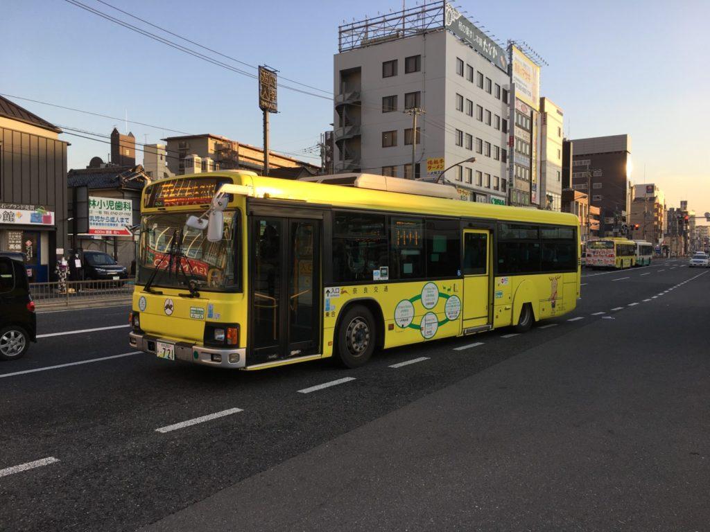 JR奈良駅を発車する近鉄奈良駅方面行き「市内循環」バス
