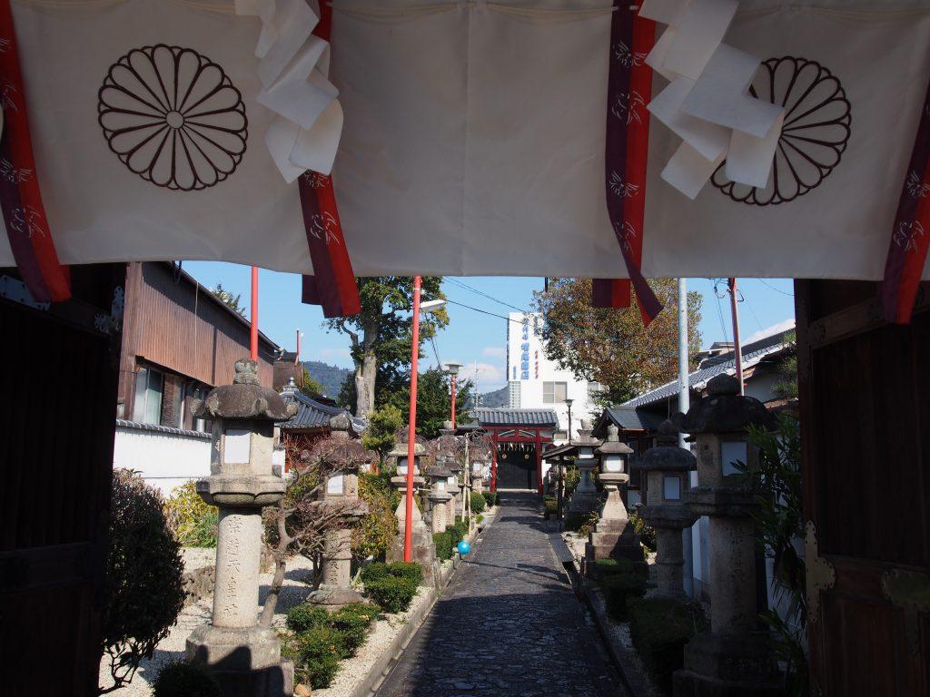 崇道天皇社(紀寺)の参道・社殿
