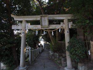 【奈良・佐保路】高校の裏山に突如現る立派な神社「常陸神社」ってどんなところ?歴史やみどころをご紹介