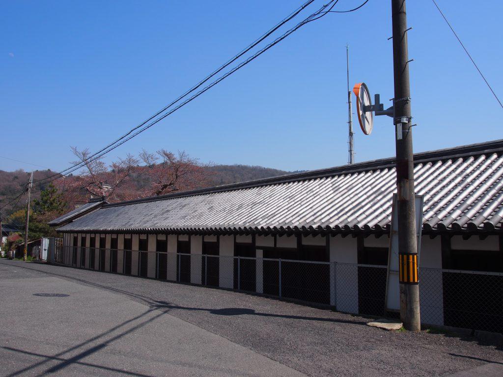長細い建築を有する「北山十八間戸」