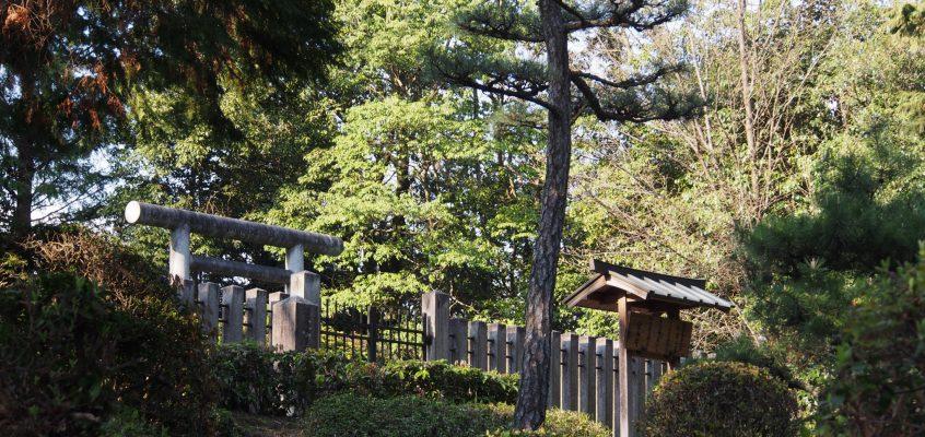 【那富山墓】奇妙な石像の置かれた空間は「聖武天皇皇子」の墓所とされる