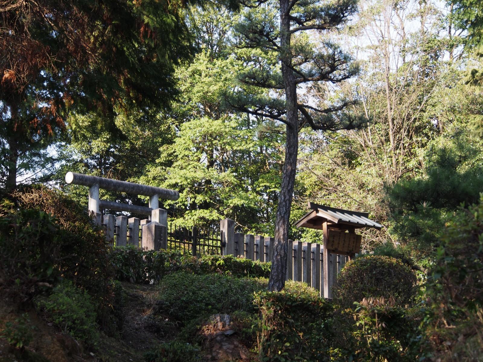 那富山墓の風景