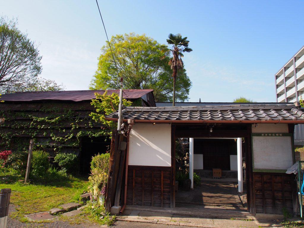 少し不思議な風景となっている「厳島神社」周辺(ならまち)