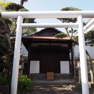 【厳島神社・北風呂町の倉庫】独特の風景を味わえるならまちの「裏庭」的空間