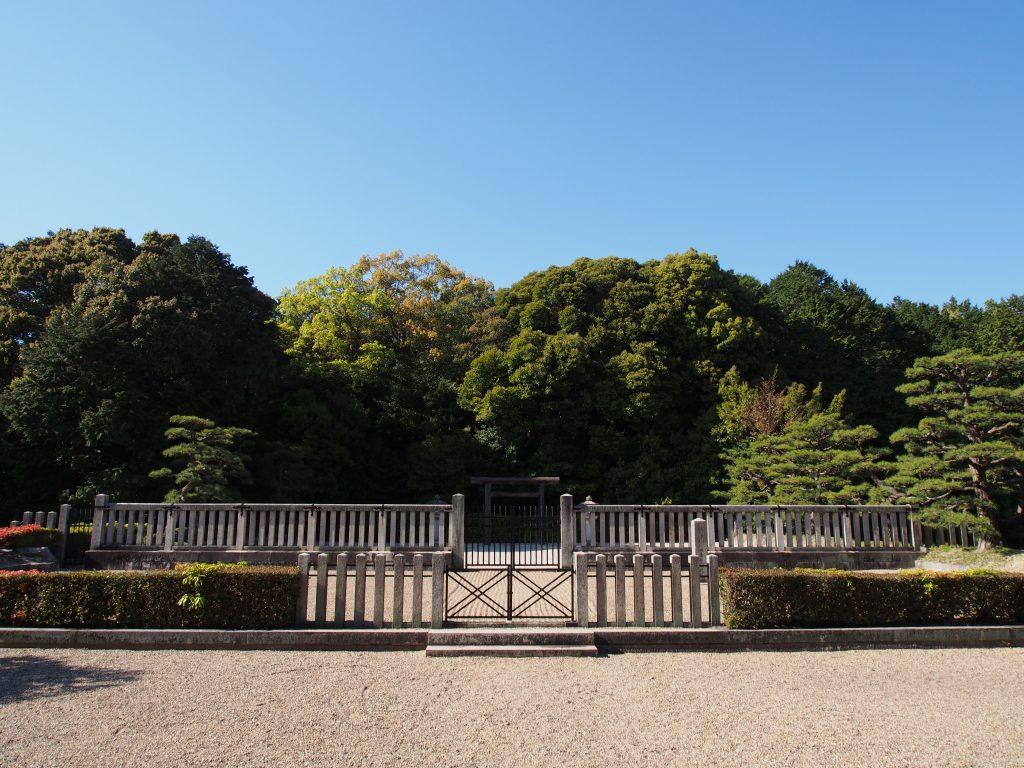 成務天皇陵(佐紀石塚山古墳)を正面から望む