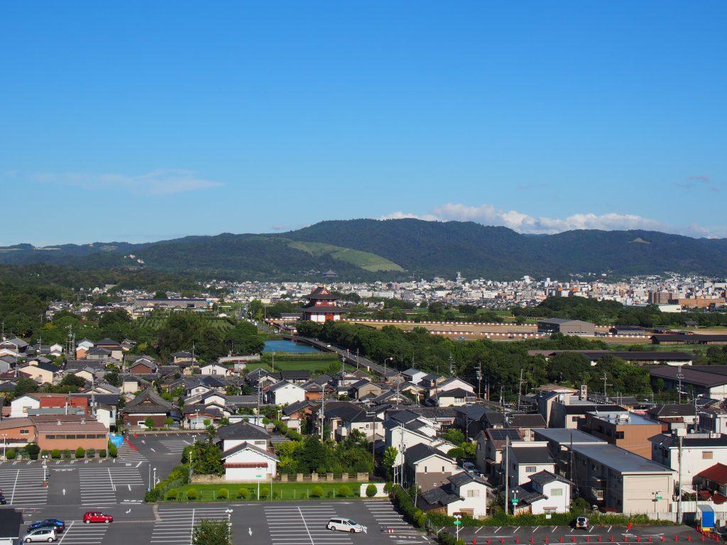 奈良ファミリー屋上から平城宮跡・若草山方面を望む