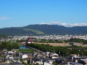 【大和西大寺】平城宮跡や若草山を一望する「奈良ファミリー屋上」ってどんなところ?【憩いの場】