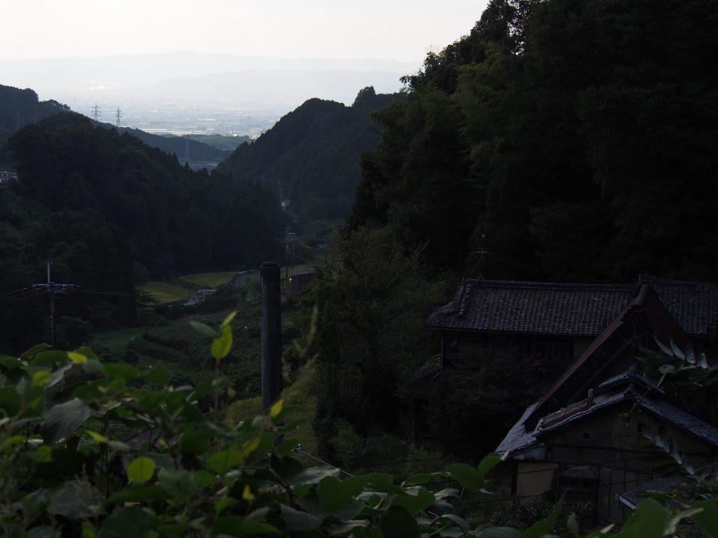 奈良盆地を見下ろす「米谷町」の谷筋
