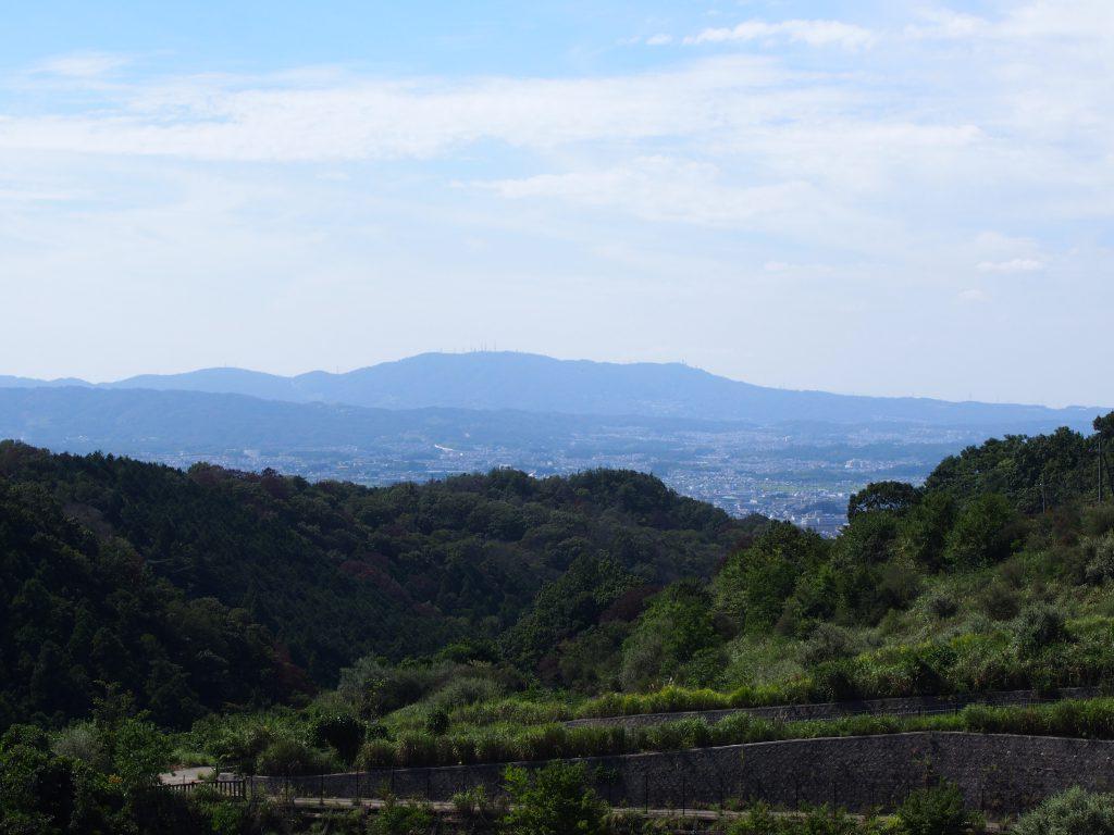 岩井川ダムから生駒山・奈良市街地方面を望む