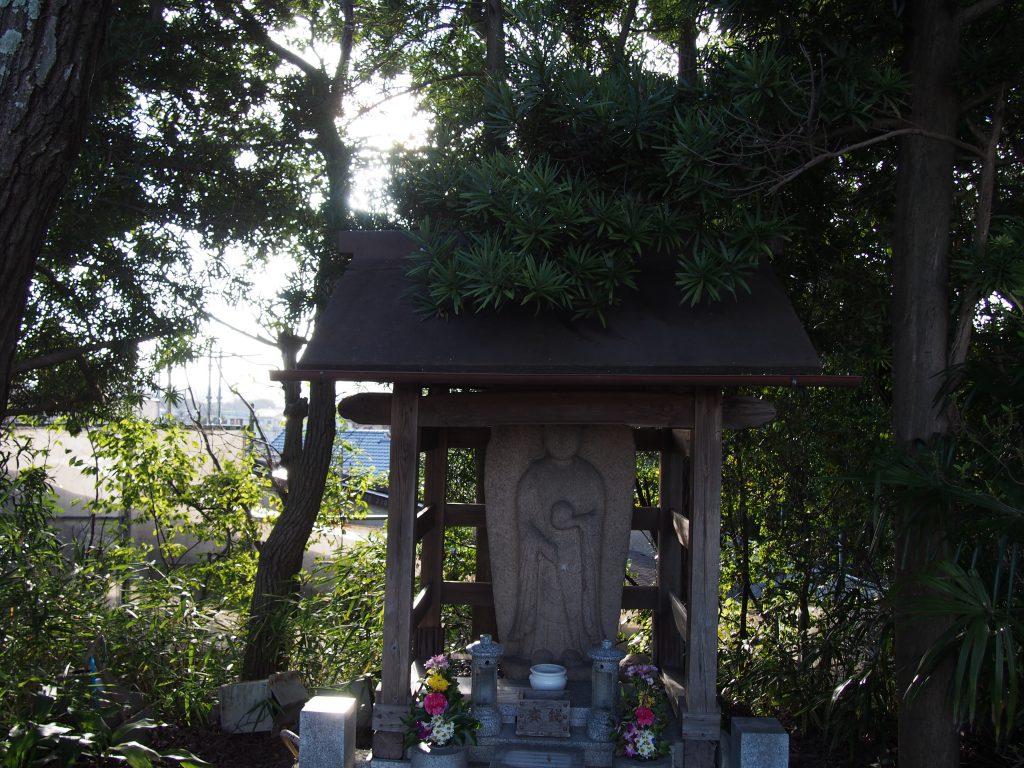 鷹塚山地蔵尊の「地蔵菩薩」