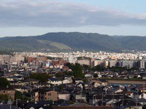 【奈良・西大寺】奈良市街地を一望する穴場「鷹塚山地蔵尊」ってどんなところ?難しいアクセスなどを徹底解説