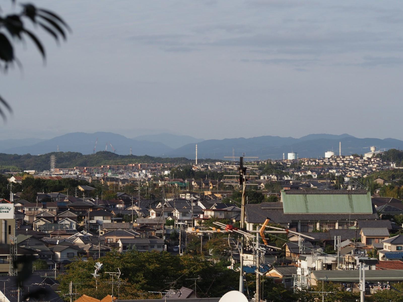 奈良市内から比叡山・比良山を望む