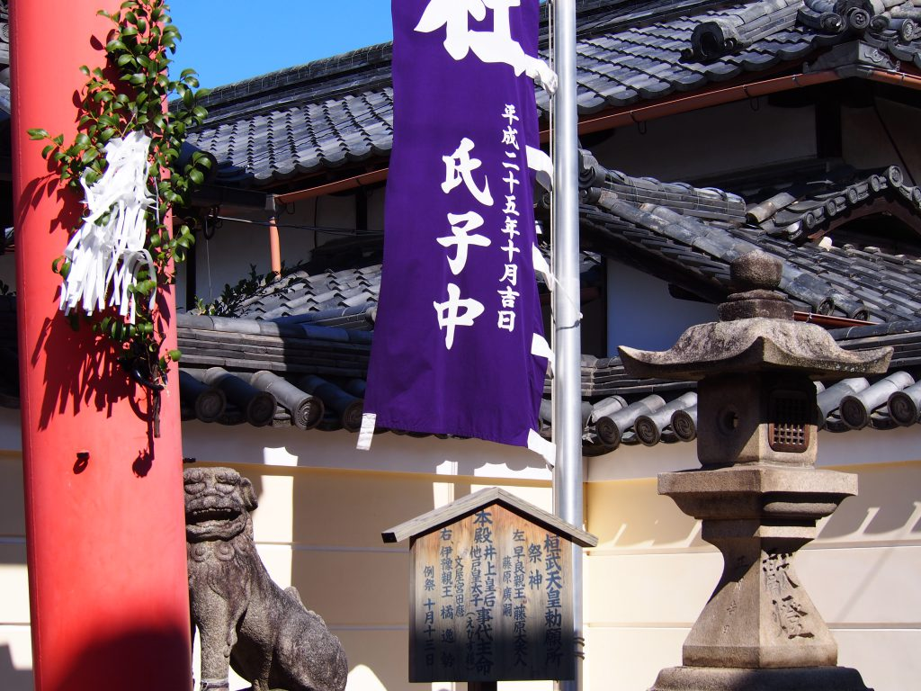 御霊神社の鳥居・狛犬