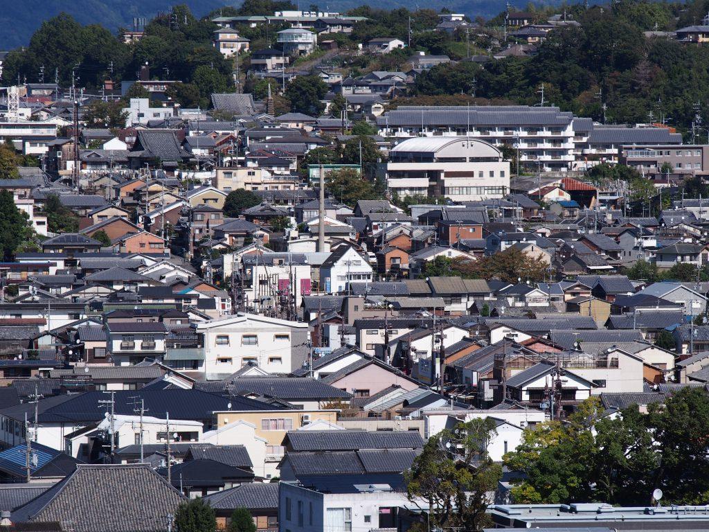 京街道沿い(きたまち)の町家群などを奈良県庁屋上から望む