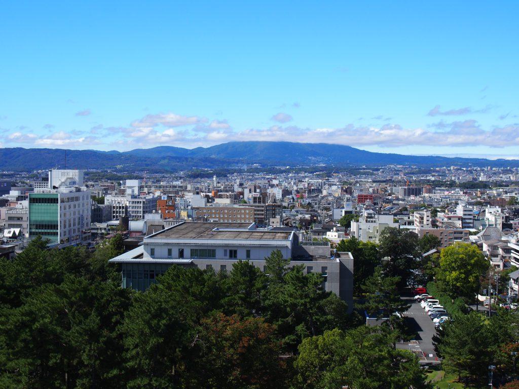 生駒山・奈良市街を一望する風景(奈良県庁屋上)